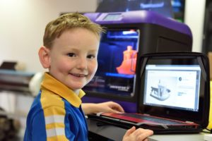 Екстернат в онлайн-школі хлопчик