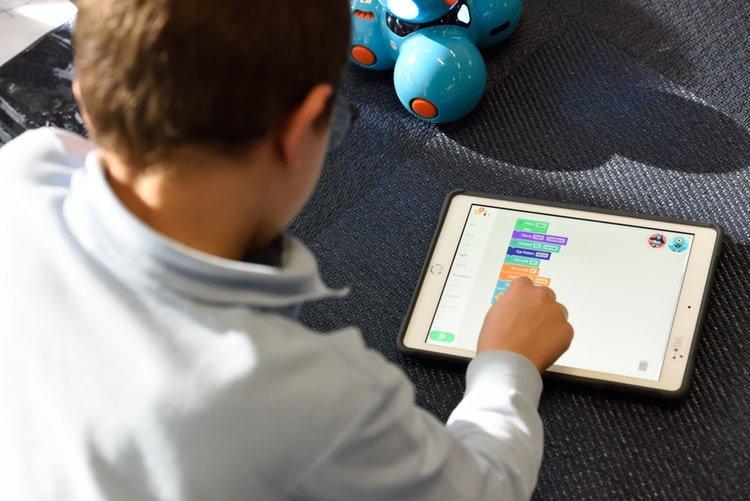 Дитина навчається дистанційно Онлайн Школа 977