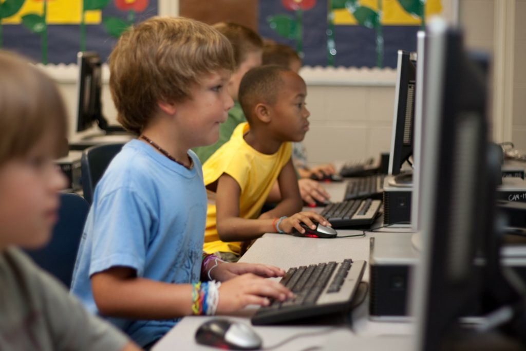 Записаться и перейти на дистанционное обучение в Онлайн Школе 977